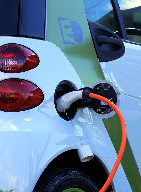 Aeg installe et entretien vos bornes de recharge de voiture électrique dans la région Sud