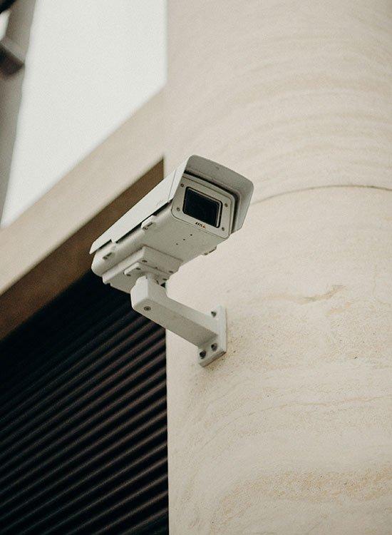 Confiez l'installation du système de surveillance à votre électricien certifié